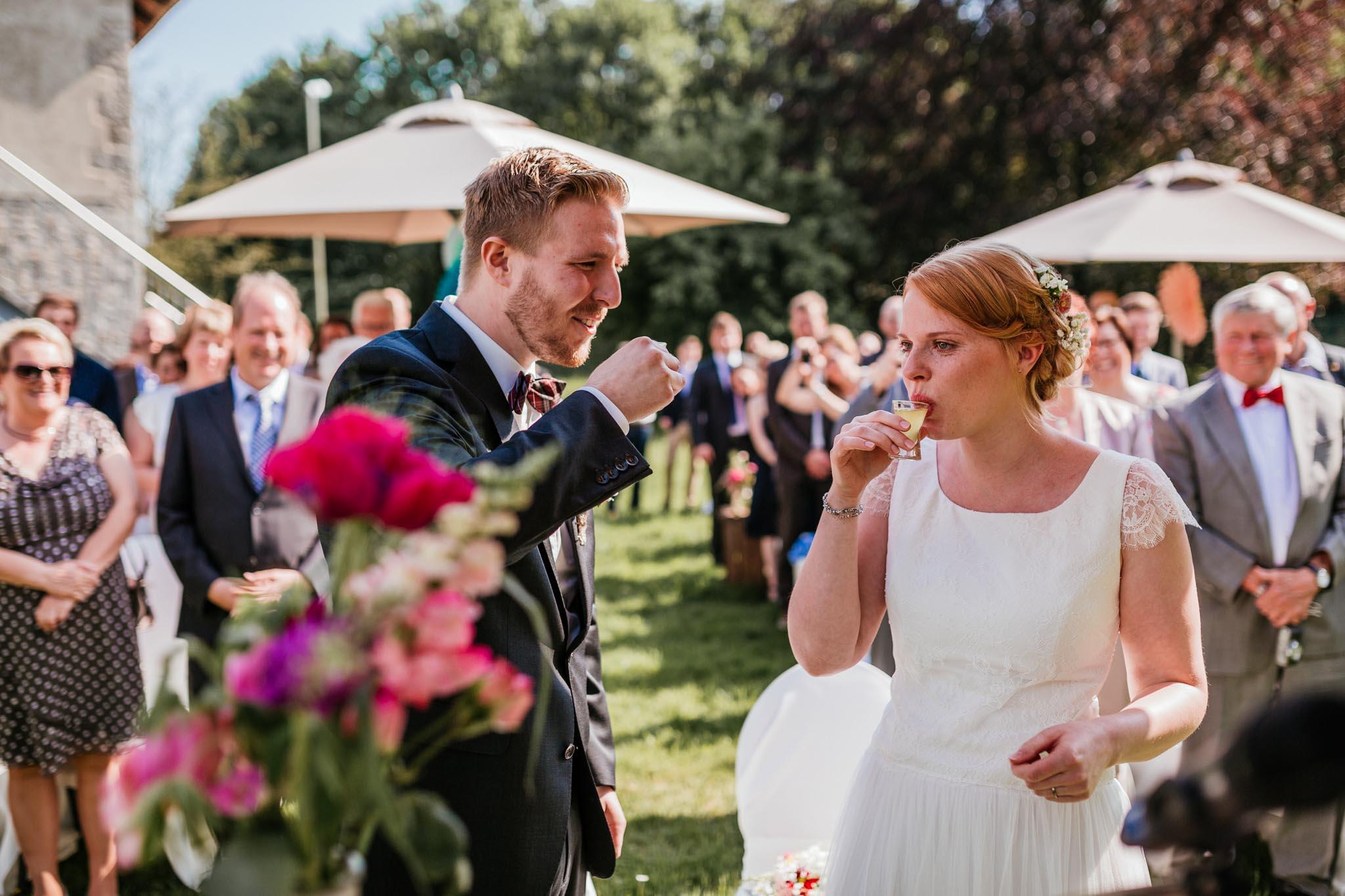 Freie Trauung auf dem Hof Steffen in Bielefeld. Fotos Hof Steffen Bielefeld - Heiraten auf dem Hof Steffen. Hochzeitsfeier im Hof Steffen in Bielefeld.